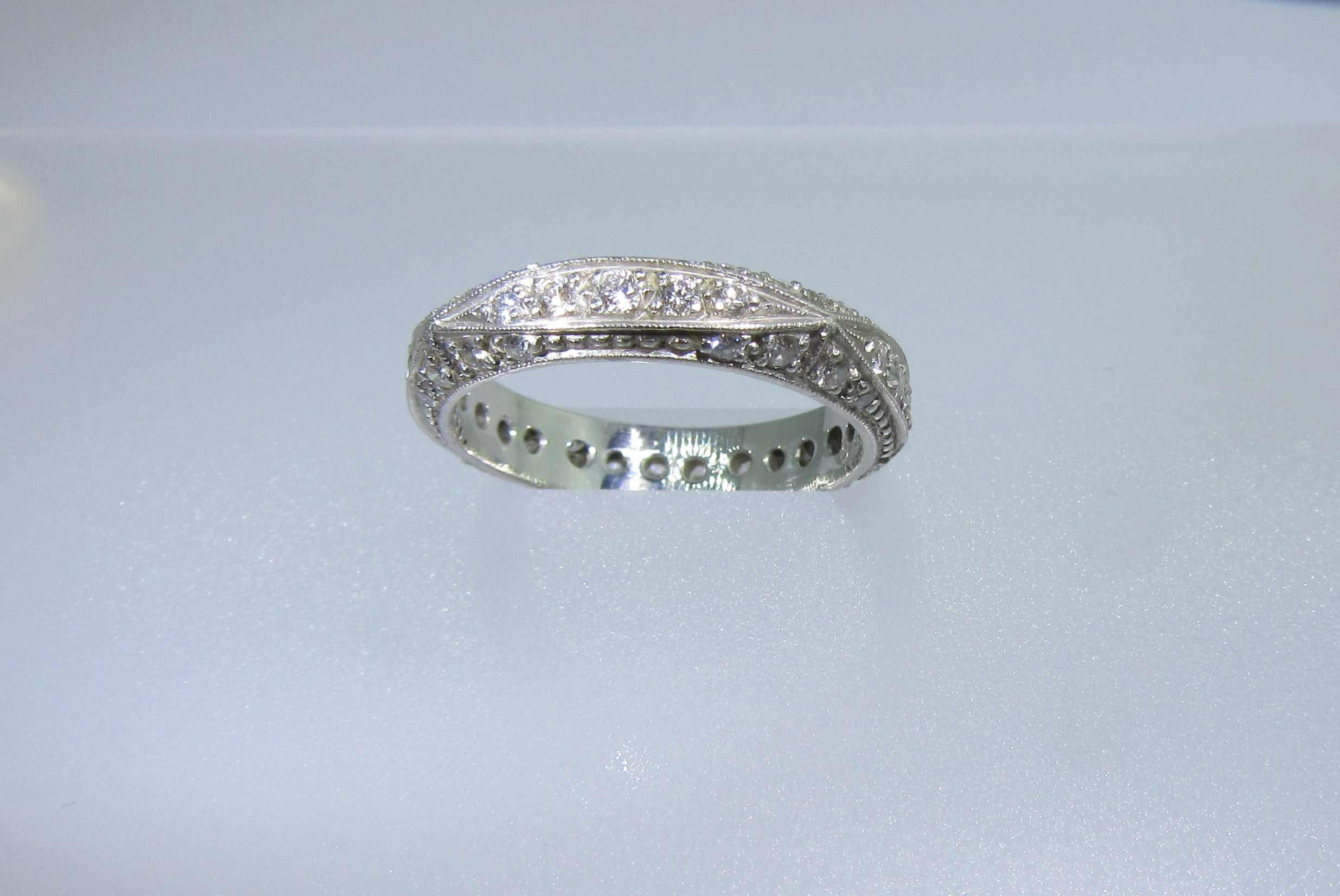 Antique Pave & Milgrain Band